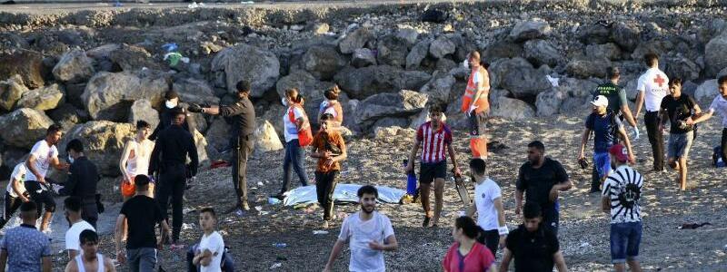 An der Grenze - Foto: Antonio Sempere/Europa Press/dpa