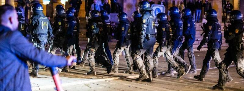 Polizeieinsatz in Stuttgart - Foto: Christoph Schmidt/dpa