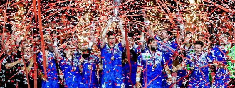 Die Pokalsieger - Foto: Axel Heimken/dpa