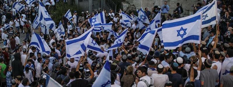 Flaggenmarsch in Jerusalem - Foto: Ilia Yefimovich/dpa