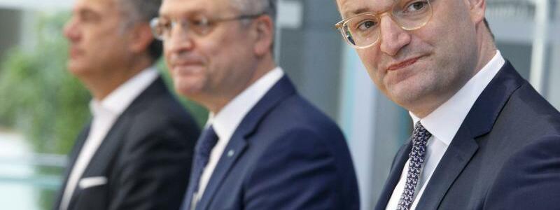 Wieler und Spahn - Foto: Carsten Koall/dpa