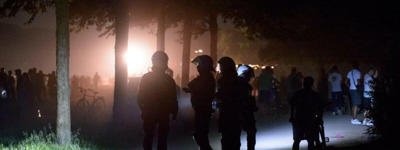 Partys und Unwetter in der Nacht - Foto: Jonas Walzberg/dpa