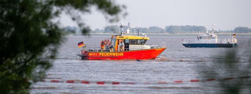 Suche nach M?dchen in Elbe bei Kollmar - Foto: Jonas Walzberg/dpa