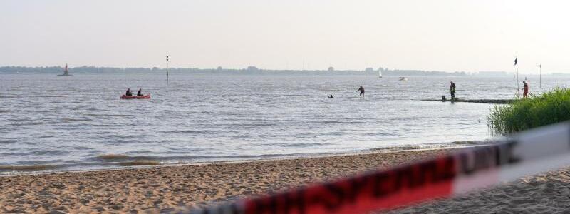 Strand gesperrt - Foto: Jonas Walzberg/dpa