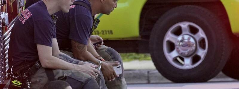 Feuerwehrleute - Foto: Wilfredo Lee/AP/dpa