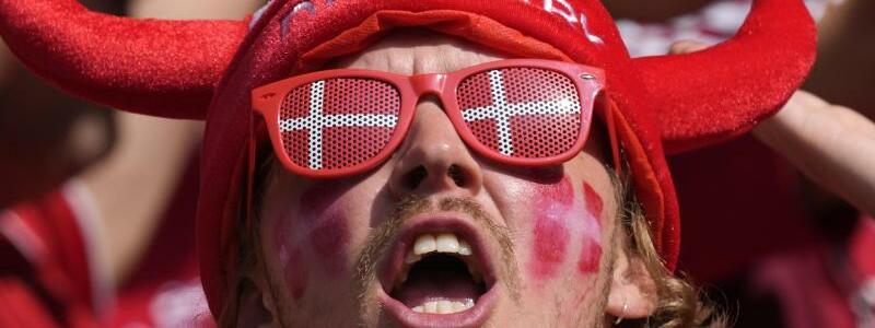 Fans - Foto: Peter Dejong/AP Pool/dpa