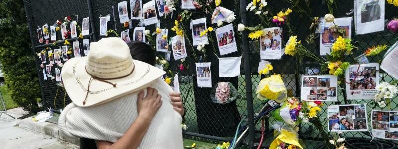 Nach Geb?ude-Einsturz in Florida - Foto: Gerald Herbert/AP/dpa