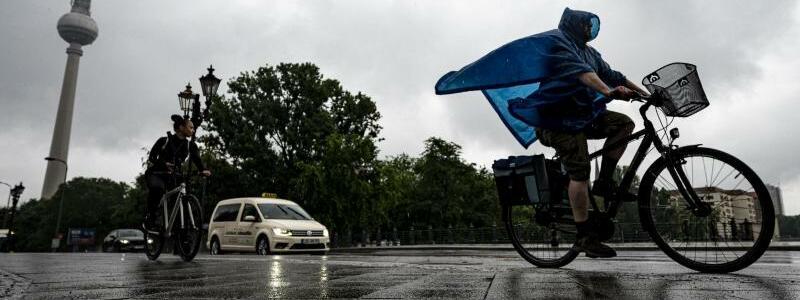 Regenwetter in Berlin - Foto: Fabian Sommer/dpa