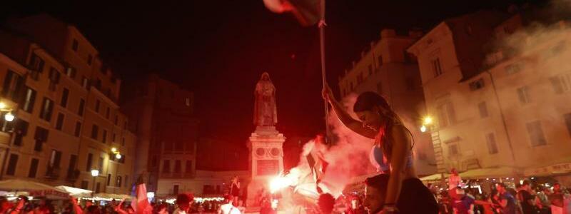 Italien-Fans in Rom - Foto: Riccardo De Luca/AP/dpa