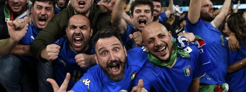 Feiernde Italien-Fans - Foto: Paul Ellis/Pool AFP/AP/dpa