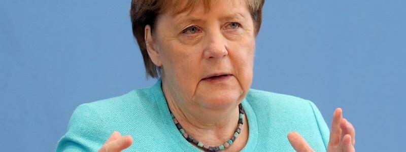 Kanzlerin Merkel stellt sich Fragen der Hauptstadt-Journalisten - Foto: Wolfgang Kumm/dpa