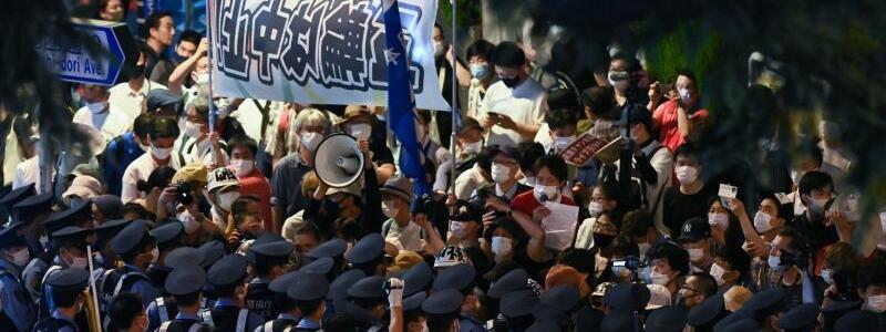 Demonstranten - Foto: Sebastian Gollnow/dpa