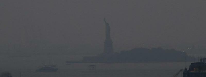 Rauch ?ber New York - Foto: Julie Jacobson/AP/dpa