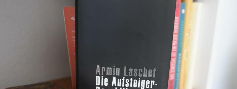Laschets Buch - Foto: Roberto Pfeil/dpa