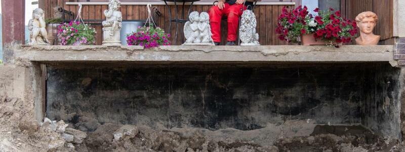 Zerst?rtes Haus in Insul - Foto: Boris Roessler/dpa