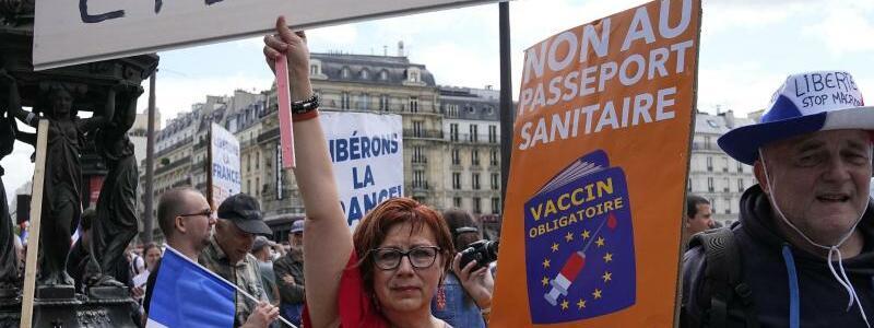 Demonstranten in Paris - Foto: Michel Euler/AP/dpa