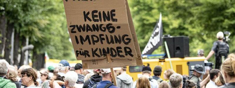 ?Querdenker?-Demo - Foto: Fabian Sommer/dpa