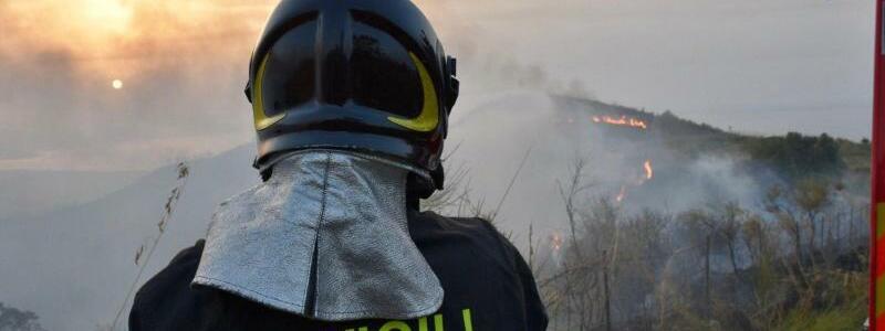Waldbrand in Italien - Foto: Vigili del Fuoco/dpa