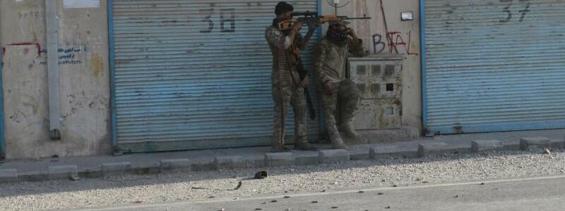 Kampf in Herat - Foto: Hamed Sarfarazi/AP/dpa
