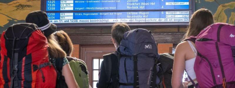 Hauptbahnhof Stralsund - Foto: Stefan Sauer/dpa