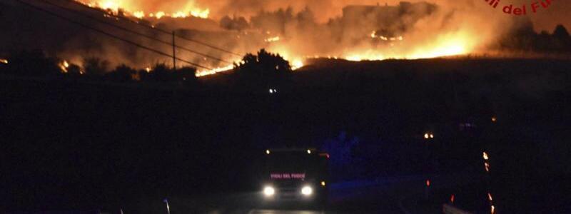 Waldbr?nde in Italien - Foto: ---/Italian Firefighters/AP/dpa