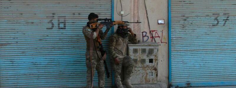 Herat im Westen Afghanistans f?llt an die Taliban - Foto: Hamed Sarfarazi/AP/dpa