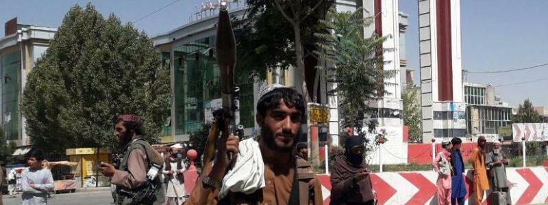 Taliban-K?mpfer - Foto: Str/XinHua/dpa