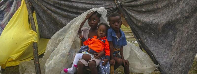 Erdbeben uns Sturm auf Haiti - Foto: Joseph Odelyn/AP/dpa