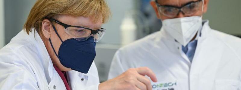 Merkel bei Biontech - Foto: Arne Dedert/dpa/POOL/dpa