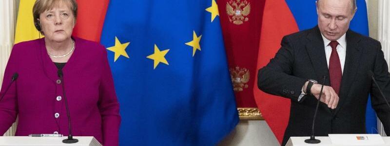 Merkel und Putin - Foto: Pavel Golovkin/AP POOL/dpa