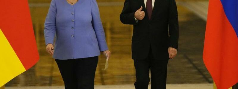 Bundeskanzlerin Merkel in Russland - Foto: Alexander Zemlianichenko/AP/dpa