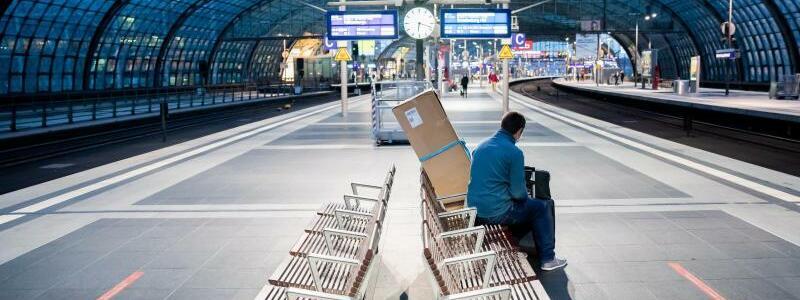 Kaum Fahrg?ste - Foto: Christoph Soeder/dpa