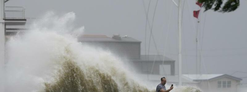 Hurrikan ?Ida? trifft aufs Festland - Foto: Gerald Herbert/AP/dpa