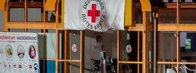 Brandanschlag auf Impfzentrum in Sachsen - Foto: B & S/David R?tzschke/dpa-Zentralbild/dpa