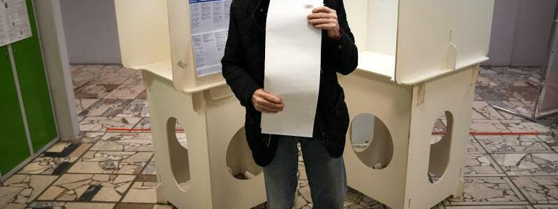 Parlamentswahl in Russland - Foto: Alexander Zemlianichenko/AP/dpa
