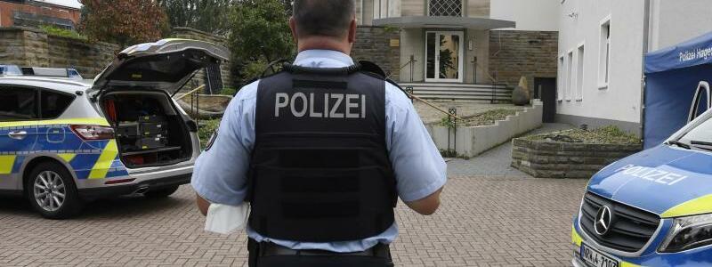 Polizeieinsatz - Foto: Roberto Pfeil/dpa