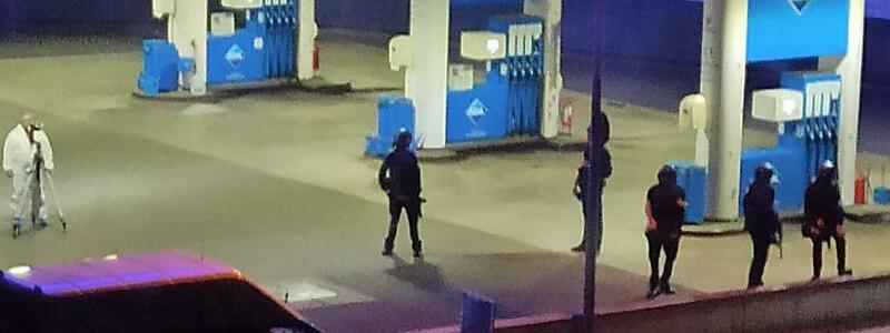 Polzei am Tatort - Foto: Christian Schulz/Foto Hosser/dpa