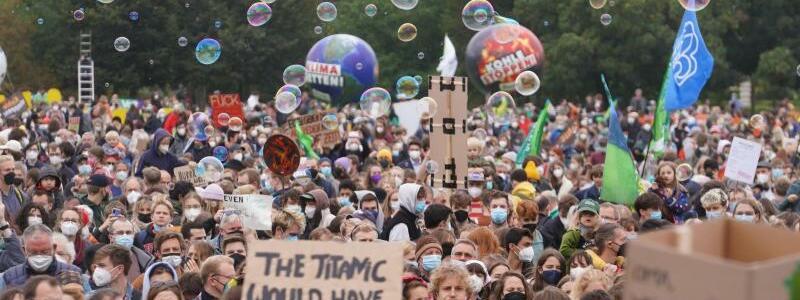 Demonstration von Fridays for Future in Berlin - Foto: J?rg Carstensen/dpa