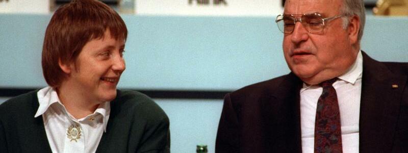 Merkel und Kohl - Foto: Michael Jung/dpa