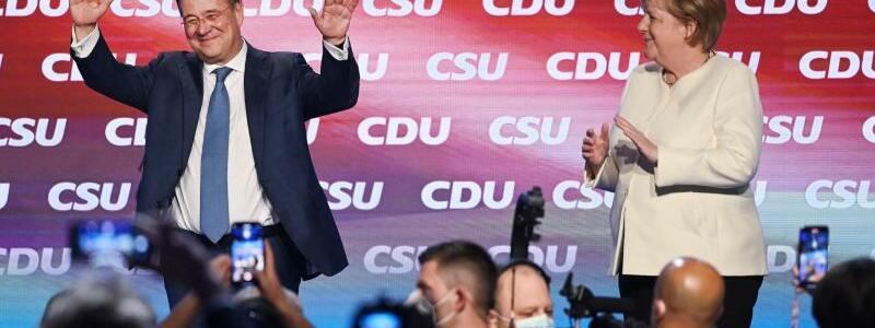 Armin Laschet und Angela Merkel - Foto: Sven Hoppe/dpa