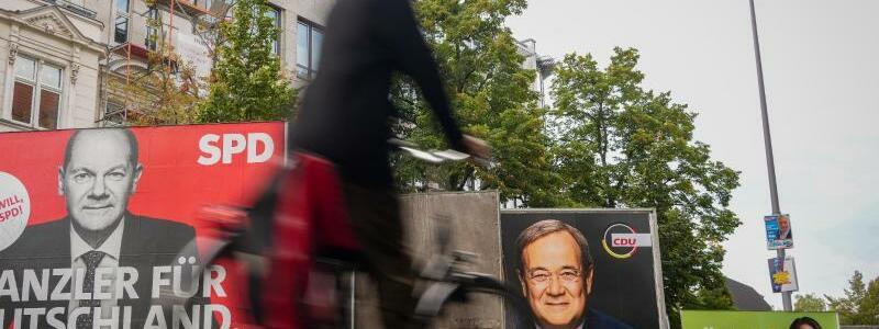 Wahlplakate der Kanzlerkandidaten - Foto: Kay Nietfeld/dpa