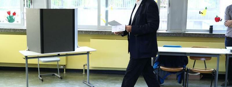 Bundestagswahl ? Stimmabgabe S?der CSU - Foto: Daniel Karmann/dpa