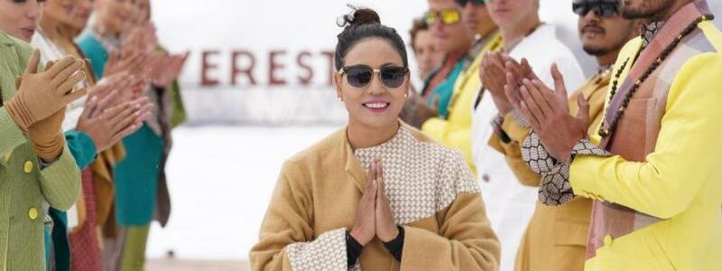 Fashionshow im Himalaya - Foto: Siddharth V Pandey/Mt. Everest Fashion Runway/Kasa/dpa