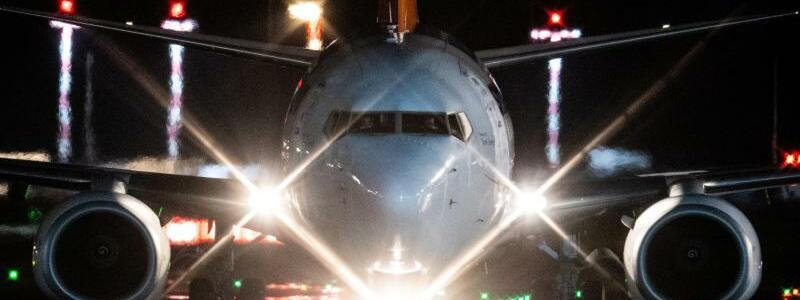Flugzeug - Foto: Boris Roessler/dpa