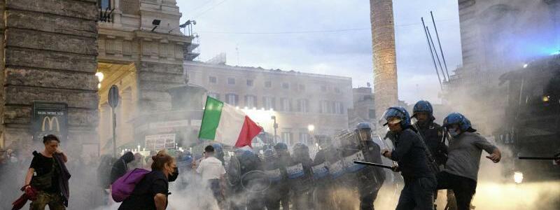Corona-Protest in Italien - Foto: Mauro Scrobogna/LaPresse/AP/dpa