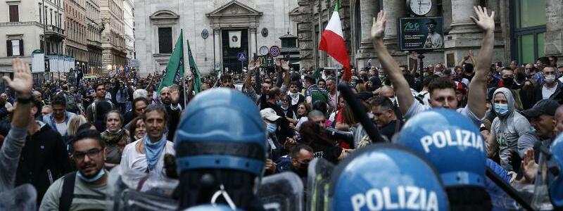 Demonstranten - Foto: Cecilia Fabiano/LaPresse via ZUMA Press/dpa