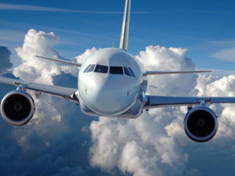 Flugzeug - Foto: iStockphoto.com / carlosphotos