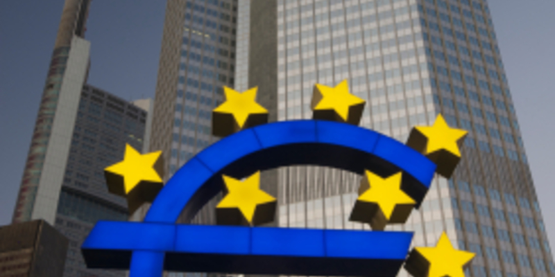 Eurozeichen am Willy-Brandt-Platz, Frankfurt am Main - Foto: iStockphoto.com / RichardGoundry