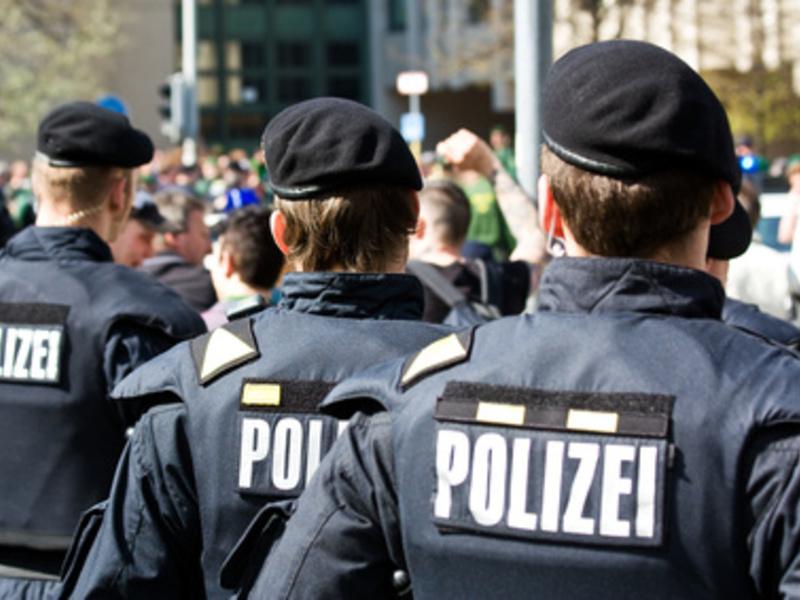 Polizei - Foto: Fotolia.com / Daniel Etzold