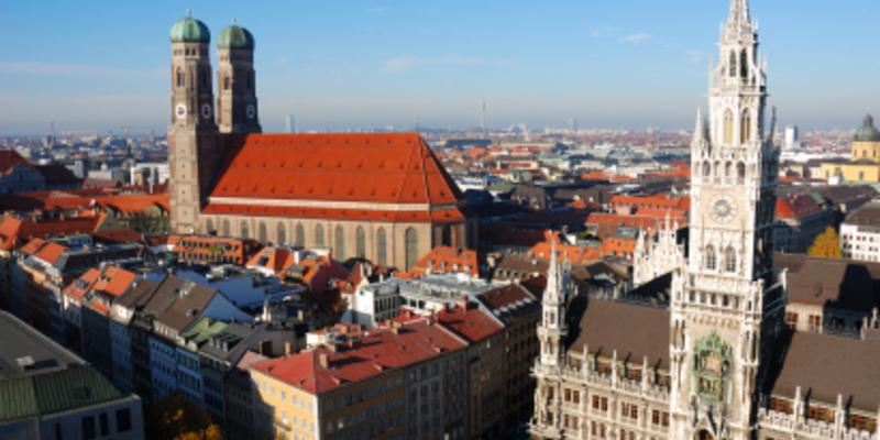 Marienplatz, Neues Rathaus und Liebfrauendom - Foto: iStockphoto.com / manwolste
